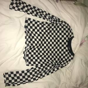 Checkered longsleeve, jättefin att layera med eller bara ha som den är❣️FRAKT INKLUDERAD I PRISET