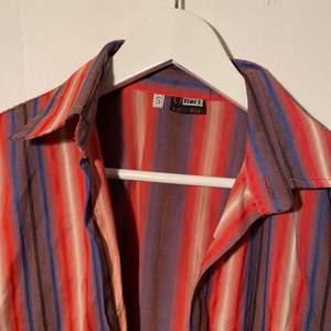 Skjorta köpt stadsmissionen som inte kommit till användning tyvärr. Skriv för fler bilder!