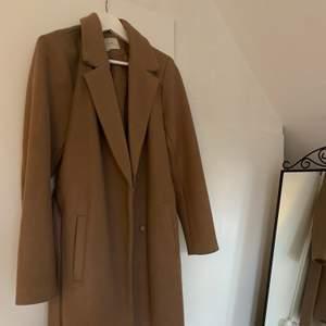 Säljer min kappa från Vila! Köpt för 900 men säljer för 250!🥰💘