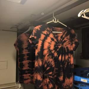 Hejsan på er! Jag har under lång tid sysslat med tie dye på massa olika kläder och har tänkt att börja sälja sånt också! Ni kan special beställa kläder och hur ni vill att de ska tie dye:s! Skriv bara till mig för mer information! Gilla även bilden för mer tie dye!