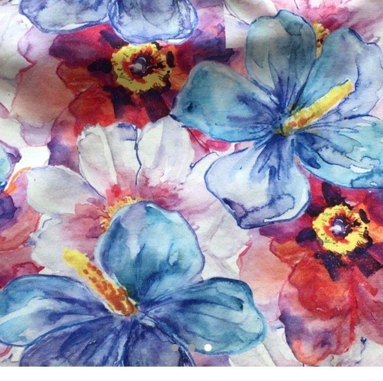 Blommig och färgglad kjol! Perfekt för nästa sommar eller för semester i varmare plats! 130kr+Frakt! 🌼🌸🌺. Kjolar.
