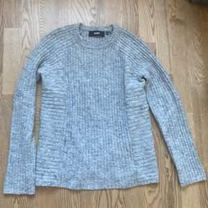 En stickad grå tröja från Objekt, köpt för 400 säljer för 150