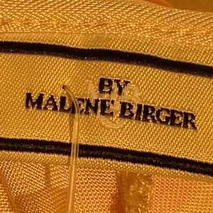 By Marlene Birger, köpt för 1999kr för 5 år sedan. Använd ca 3 ggr. Storlek s men passar även en liten M