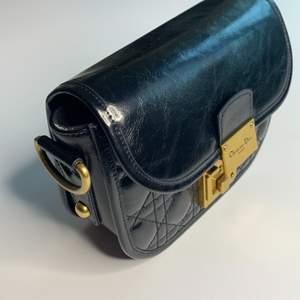 En oäkta Dior väska i väldigt bra kvalite. Pris 1500.