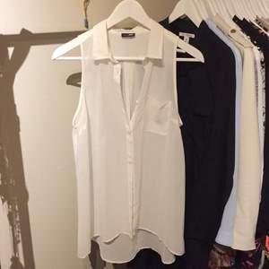 Tunt linne/tröja/väst/topp med korta ärmar från JC storlek S. Snyggt att dra över sig på sommaren eller ha den ensam som den är.