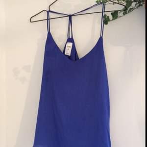 Fint blått linne köpt i Australien. Använt endast en gång, som nytt!