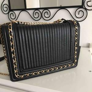 Chain strap bag with Gold details. Used 2-3 times. Great condition.