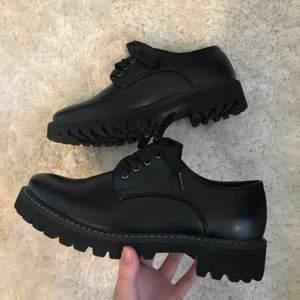 Fina skor från märket VOX, aldrig använda endast provade! Köparen står för frakt! Endast swish! :)