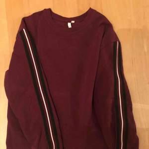 College tröja från NLY one använd 2/3 gånger fint skick