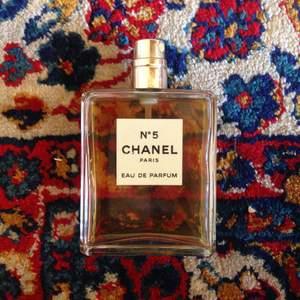 ✨Säljer mormors Chanel N. 5m ✨  🎀obs, inte ny  •köparen står för frakt•