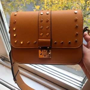 Jättefin väska från Lindex. Säljer för 100kr. Skicket är som ny:)