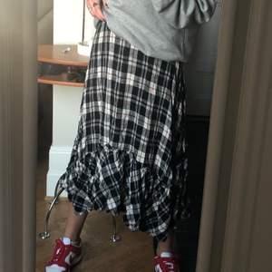Cool kjol från Zara. Använd endast en gång.