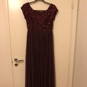 Väldigt snygg klänning från Nelly.com💜 köptes för ett år sedan och har använt endast en gång.
