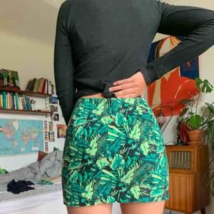 Tight kjol med mönster med växter