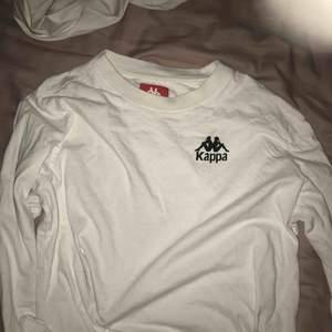 Sweatshirt från junkyard med kappa märket men en liten logga där fram och stor där bak, supersnygg men kommer aldrig till användning längre, nypris 449 (finns inte kvar i vit på hemsidan), unisex