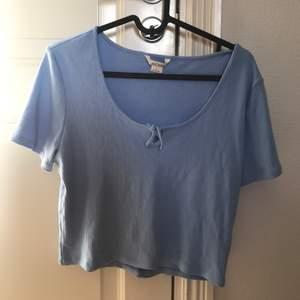 Jättesnygg och söt t-shirt i från märket monki men har aldrig använt och råkade beställa fel storlek❤️❤️