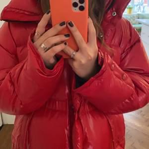 SUPERFINA ACNE JACKA!! Som i nyskick. Köpt förra året på acne inne på NK. Ganska stor men väldigt fin. Startpris 3000💕 (köpt för 9500)