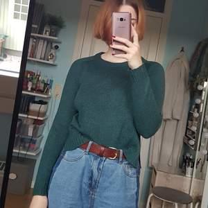 Stickad tröja i en otroligt fin jadegrön nyans