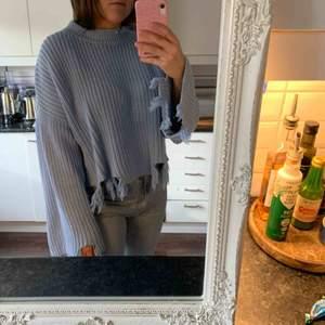 """Blå stickad """"trasig"""" tröja från Gina Tricot strl M. Frakt ingår 🥰"""