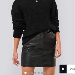 Helt ny skinn kjol från misslisibells kollektion med NAKD. Storlek 36, lappen är kvar. Säljer då det blev fel storlek.