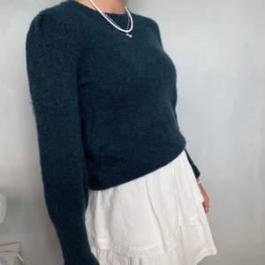 Säljer denna jätte fina blå glittriga stickade tröja, den är aldrig använd dock ser den lite sliten ut på bilden men är ej det i verkligheten! Den är från Hm i storlek S❤️😊