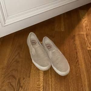 Snakeprint slip-on sneaker GAP. Väl använda.