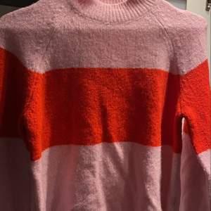 En supermysig och JÄTTE mjuk tröja från even&odd! Knappt använd