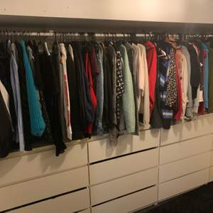 Hej! Jag har så mycket kläder att jag inte har tid att lägga upp allt! Skriv vilken storlek du söker kläder i, samt vilken typ av kläder osv, så återkommer jag om jag har😉😅😆🤪🤩