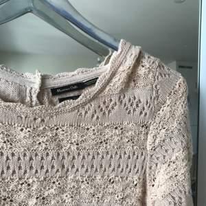 Superfin virkad klänning i puderrosa från Massimo Dutti! Sparsamt använd. Köpare står för frakt!