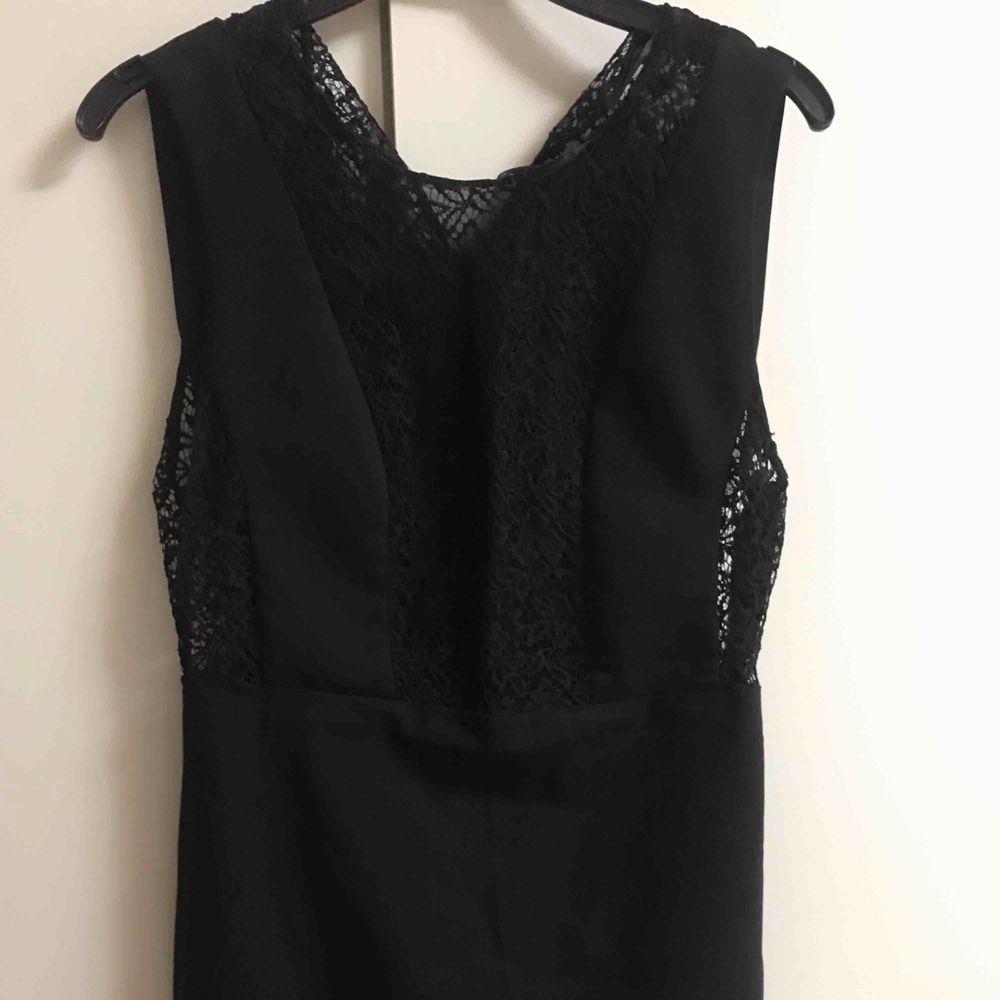 En jättefin klänning från Zara som jag fick i present och använd få gånge Priset inkl frakten :). Klänningar.