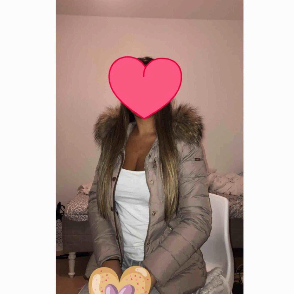 Säljer nu min bark of sweden jacka pga den är för liten, sparsamt använd och inga fel på den, köptes för 3000 för ca 2 år sen och endast använd en vinter. Jackor.