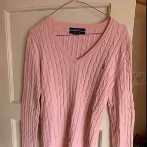 Ljusrosa kabel stickad Gant tröja i storlek M. Knappt använd. Köparen betalar frakt! 😊